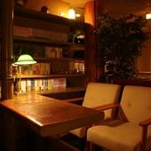 ビジネスの話題は書斎のような落ち着いた空間で