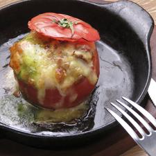 ニンニクの香りとチーズの味わいを同時に楽しむ『カマンベールのアヒージョ』