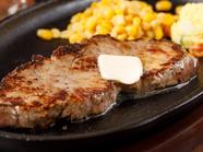 口中に肉の旨味が広がる、ジューシーな『ステーキ』