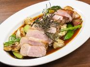 融点の低い甘みのある脂と繊細な肉に出合える『あづみ野放牧豚ロースのロースト』