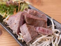 国産牛の柔らかな肉質と旨みを味わう『和牛赤身ステーキ』