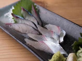 福岡の甘い醤油でいただく『長崎産 天然活サバ刺』