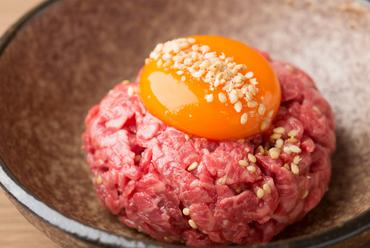 新鮮な生肉の旨みが広がる『ユッケ』