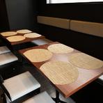 店内はカウンターやテーブル席を合わせ23席あります。事前に予約して頂ければ、結婚式に2次会などパーティーも可能。バースデーケーキの準備もできますよ。