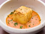 鉄板で焼いたポテトと、茹でたシュリンプを使いお客様自身で作り上げるポテトサラダです。自分で作るので、食感から味付けまで自分の好みに合ったものを楽しむことができます。