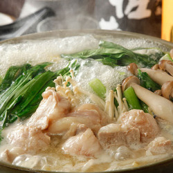 厳選旬食材を味わえる定番コース! 黒宝豚の濃厚な味と創作和食の繊細さに舌鼓。