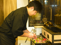 料理の盛り付けの美しさにはトコトンこだわる料理長