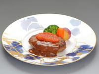 酸味と旨味を融合した自家製タルタルソースが自慢のホテル特製エビフライ