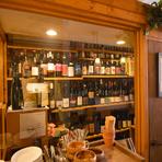 海外物は全て自然派ワインを入荷。土壌から丹精込めてつくられたワインには、造り手の想いまでもボトリングされているようです。国産ワインはハートの熱量が多いものを厳選。ワイナリーの物語と共にご提供します。