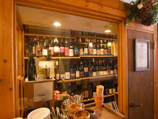 ワインセラーで出番を待つ、「自然派ワイン」と「国産ワイン」