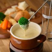 とろける2種類のチーズが濃厚&クリーミーな『アツアツチーズフォンデュ』