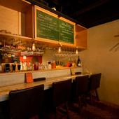 居心地のいいカウンター席があり、お一人様の食事も快適&楽しい