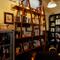 「ゆったり寛炉いで欲しい」店内の本棚にも、その思いを感じる