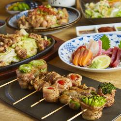 お肉にお魚にメインは群馬県産上州麦豚のすき焼きまたは本場博多仕込の牛もつ鍋付贅沢忘年会コースです!