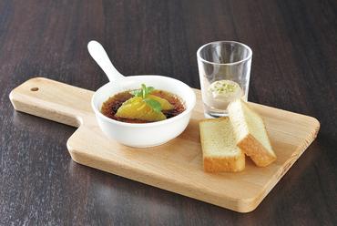 赤ワインやシャンパーニュとともに楽しみたい『フォアグラ ブリュレ』は華やかな一皿