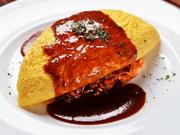 ふんわりとした優しい食感のオムライスは【サイトウ洋食店】の、看板と呼ぶにふさわしいメニュー。デミグラスソースと柔らかなタマゴの口当たりが絶妙にマッチしています。