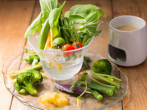 地産地消の新鮮野菜がたっぷり『OOLOO名物!! 南城野菜のバーニャカウダ』
