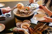 新鮮な北海道産の魚介類を香ばしく焼き上げました。店自慢のヒマラヤ岩塩でシンプルに食べます。余計な味付けはないので、食材が持っている本来の美味しさを堪能することができます。