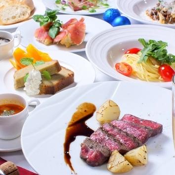 直径50cmのプレートで彩る7種の豪華前菜盛合せが人気のコース