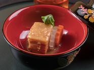 沖縄の伝統的な豚の角煮。とろとろ食感がクセになる『らふてー』