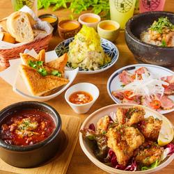 人気の牛刺し3種盛りや、焼きとん、ローストビーフ丼など、こだわり肉料理が目白押し!!