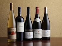フランス産やチリ産など、豊富なワインが揃う