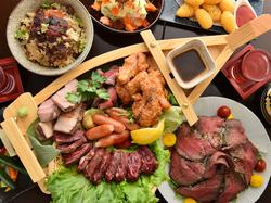 リーズナブルに本格和食を楽しめるコース。自慢のお肉を舟盛りでご堪能。