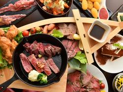 季節ごとの宴会にオススメのコース。自慢のお肉を舟盛りでご堪能。