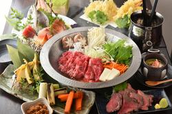 四季折々の食材を贅沢にご堪能。お鍋はA5山形牛のすき焼きかしゃぶしゃぶ♪高級食材もふんだんに使用◎