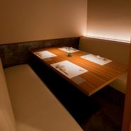 ゲストの心にそっと寄り添う、洗練されたひと品で大切なお客さまをおもてなししませんか。人目を気にせず話すことができる完全個室もあり、接待・会食などビジネスの席にもおすすめです。