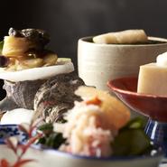 ・鶏と豆腐の唐揚げ~十二品目の野菜餡掛け~ ・旬魚の麹味噌焼き ・小鉢 ・御飯 ・留め椀 ・香の物 ・甘味