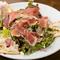 鴨肉も入る贅沢さ。シェフのスペシャリテ『田舎風お肉のパテ』