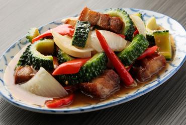 香ばしさが食欲をそそる『ゴーヤーとカリカリ豚肉の炒め』