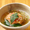 新鮮なたこの甘味と上質な特製出汁の旨味がぎゅっと詰まった、ふわふわ食感の『三厨風 蛸のばくだん』