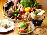 大和野菜と朝獲れ野菜を贅沢に使用し、健康とカロリーを考えて作られる『朝どり野菜とアボカドサラダ』