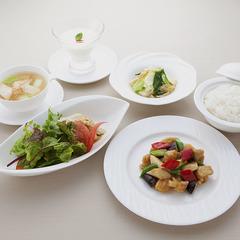 ふかひれの煮込み、伊勢海老、鮑、和牛ロースなど、中国料理の贅が味わえる特選のフルコースです