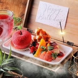 焼肉、グンネチキンUFOフォンデュ、チーズタッカルビ、お寿司、肉のお寿司など135種が食べ放題&飲み放題!