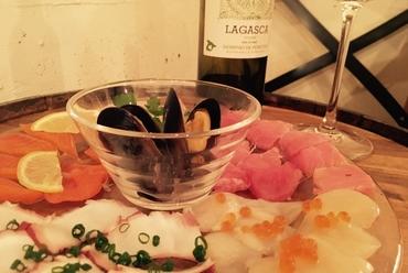 毎日市場直送の厳選鮮魚を一皿に全て盛り込んだ究極の『ワンコインカルパッチョ』