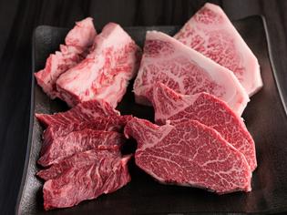 産地にはこだわらず、自ら業者より厳選して仕入れた肉