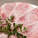 牛・豚・馬どのお肉も料理人がこだわりを持って選びきった至極のもの。新鮮だからこそ口の中でとろけて消えるお肉は、一度食べるとクセになります。その他、使用する食材は一つ一つ厳選された特別なものばかりです。