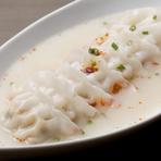 九州名物の「炊き餃子」を、旨辛に仕上げた。お酒のおつまみとしても最適な『旨辛水炊き餃子』
