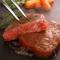 A4ランクの国産和牛を贅沢に使用した。上質な脂と素材本来の旨味を堪能する『A4和牛の炙り寿司』