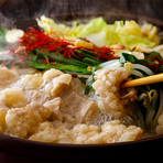 炙り和牛寿司やこの時期美味しくいただける和牛もつと朝採れ野菜の和牛もつ鍋等全8品付きコースです。