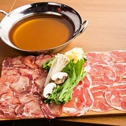 新登場「ラム肉&牛タンしゃぶしゃぶ」と、人気No.1「炙り和牛寿司」をWでお楽しみいただける宴会コース。