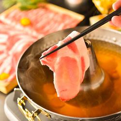 A4黒毛和牛炙り寿司も付いた贅沢な宴会コース! しゃぶしゃぶを心ゆくまでお楽しみください