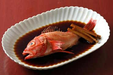 滋味深く、体に染み渡る美味しさ『きんき煮付け』