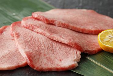 もはや説明不要、の厳選素材。お好みの焼き加減でステーキのようにいただける『松阪牛 ヒレ』