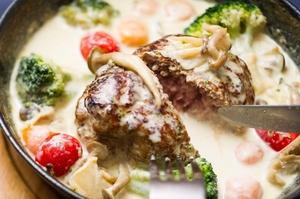 隠れ家バルCero~Libra~の一番人気『スープハンバーグ』