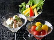 3種類のカクテルサラダを楽しめる『チアーズ・サラダ』