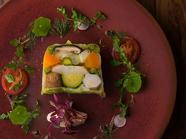 丸ごと野菜の素直な風味が絶品『季節野菜のプレッセ~根セロリのピュレ』